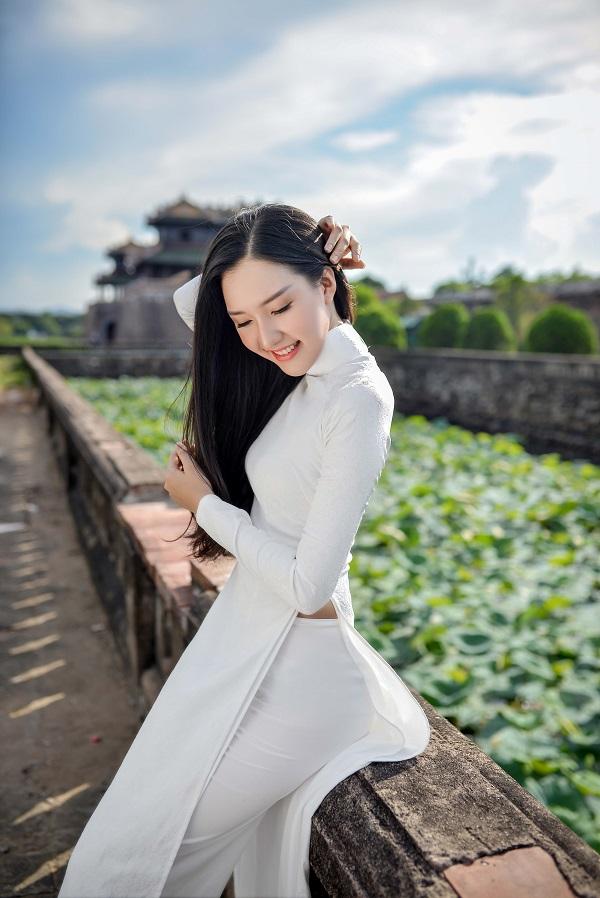 """""""Nàng thơ xứ Huế"""" lại gây sốt khi diện áo dài trắng - 6"""