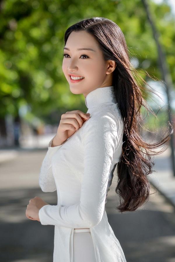 """""""Nàng thơ xứ Huế"""" lại gây sốt khi diện áo dài trắng - 9"""