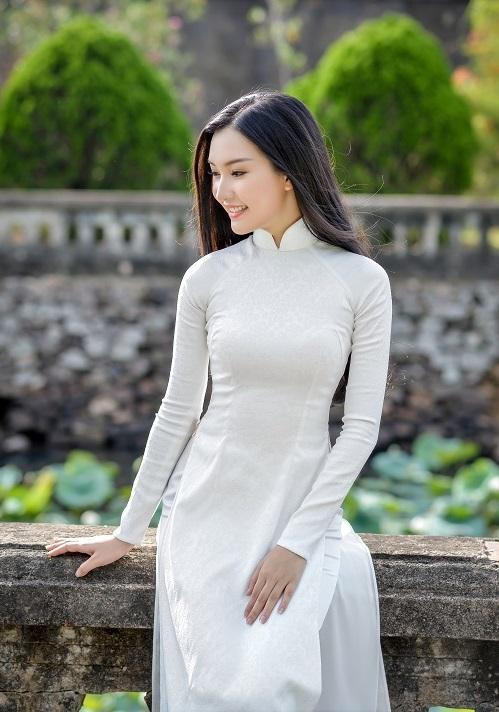 """""""Nàng thơ xứ Huế"""" lại gây sốt khi diện áo dài trắng - 12"""