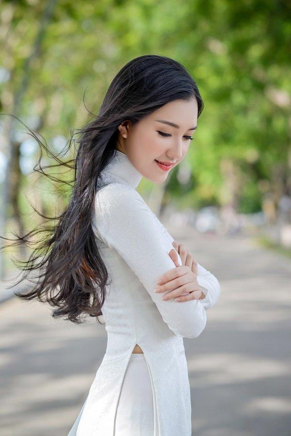 """""""Nàng thơ xứ Huế"""" lại gây sốt khi diện áo dài trắng - 15"""