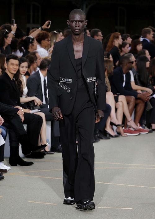 Chìa khóa thành công của Givenchy: Riccardo Tisci! - 14