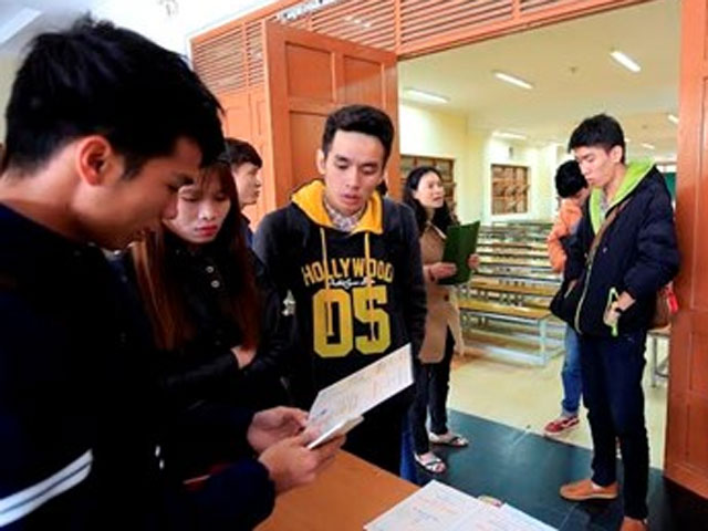 Sinh viên hoang mang vì thông tin lạ trên bằng tốt nghiệp