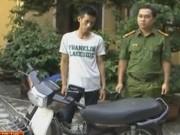 An ninh Xã hội - Bị truy đuổi, con nghiện rút dao dọa cảnh sát cơ động