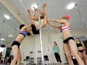 Bạn trẻ - Cuộc sống - Cô gái xinh đẹp TQ bỏ nghề thư ký để học múa cột