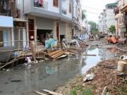 Tin tức trong ngày - Ì ạch dự án thoát nước, dân Thủ đô sống chung kênh thối