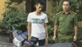 Bị truy đuổi, con nghiện rút dao dọa cảnh sát cơ động