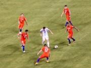 """Bóng đá - Sốc với hình ảnh Messi """"một mình cân cả thế giới"""""""