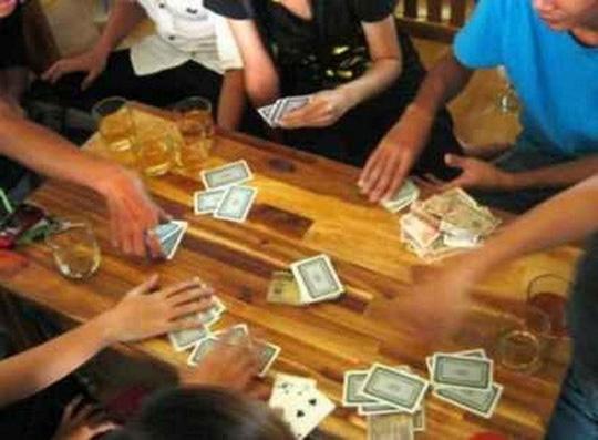 Bị phát hiện đánh bạc, bí thư phường nhảy từ tầng 3 bỏ trốn