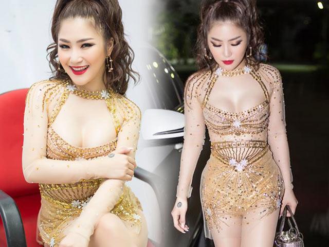 """Hương Tràm lại mặc """"bạo"""", khoe dáng vóc thanh nữ tuổi 21"""