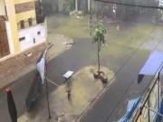 Tin tức trong ngày - Sài Gòn mưa như trút nước, gió giật mạnh giữa mùa khô