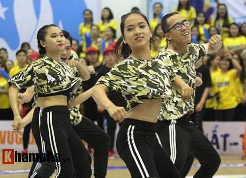Người đẹp khoe vũ đạo tại giải sinh viên Việt Nam