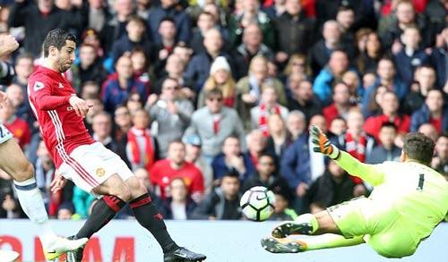 MU: Mourinho buông top 4, dồn sức vì Europa League - 1