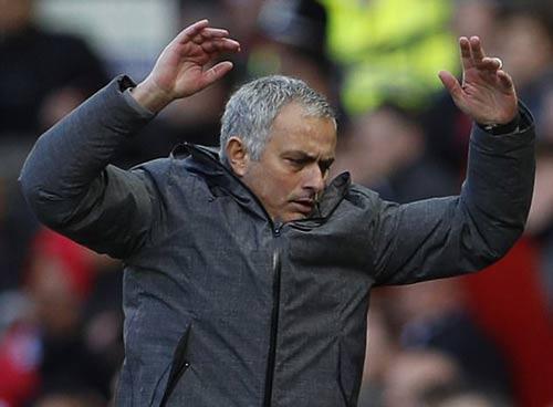 MU: Mourinho buông top 4, dồn sức vì Europa League - 2
