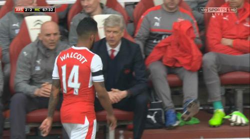 """Arsenal suýt thua, 3 SAO bị tố """"đâm sau lưng"""" Wenger"""