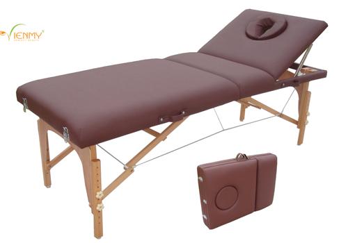 Thực hiện xoa bóp tận nơi cùng giường massage di động - 2