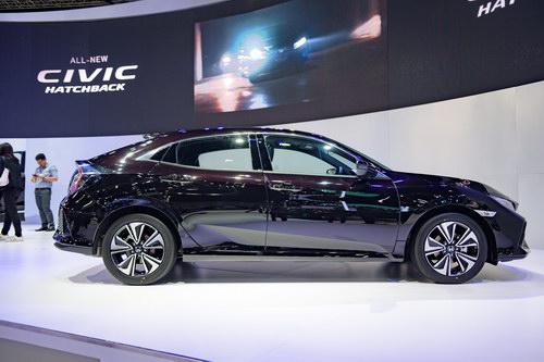 Ngắm Honda Civic Hatchback giá 764 triệu đồng mới ra mắt - 3