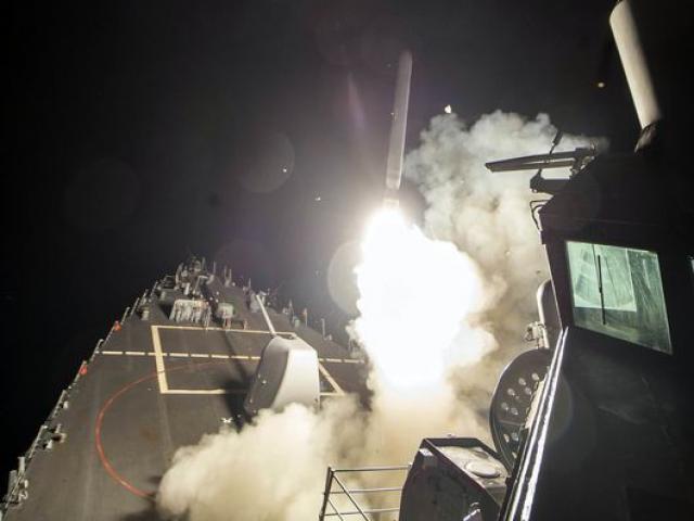Vì sao Trump chọn oanh tạc Syria bằng tên lửa Tomahawk?
