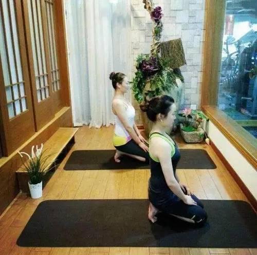 """10 phút tập bài yoga siêu đơn giản để khỏe """"từ trong ra ngoài"""" - 6"""