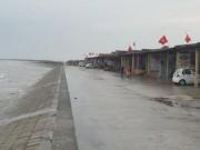 Lãnh đạo giải thích việc lắp đặt camera trên vùng biển Quất Lâm