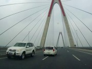 Tin tức trong ngày - Xe biển xanh đi ngược chiều trên cầu Nhật Tân thuộc Bộ Y tế