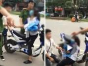 Clip: Nam sinh quỳ gối xin công an trả xe cho bạn gái