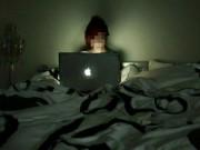 """Cô gái 18 tuổi bị tâm thần vì... thức đêm đăng ảnh  """" câu """"  like"""