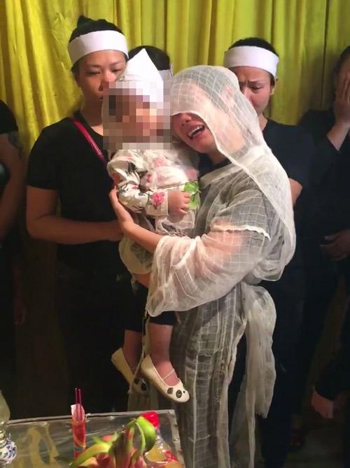 Bố lấy thân mình che cho con gái khi bị truy sát: Tâm sự xúc động của người vợ trẻ
