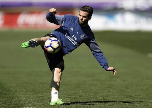 Real vá víu hàng thủ: Lấy gì để chống Messi, Lewandowski? - 2