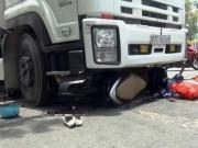 Tin tức trong ngày - Nín thở giải cứu thai phụ bị cuốn vào gầm xe tải ở SG