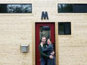 Tài chính - Bất động sản - Không có tiền mua nhà lớn, cặp vợ chồng tự dựng nhà 20m2 đẹp mê li