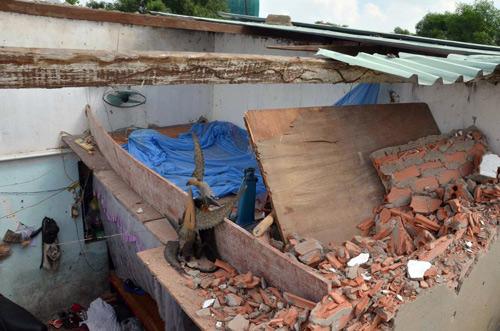 Dãy nhà trọ giữa SG bị 20 giang hồ đập phá tanh bành