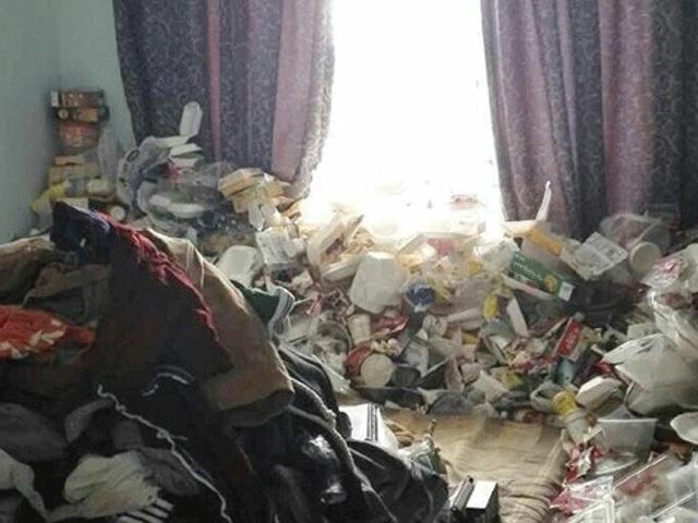 Kinh dị phòng ở bẩn như bãi rác của giảng viên đại học ở TQ