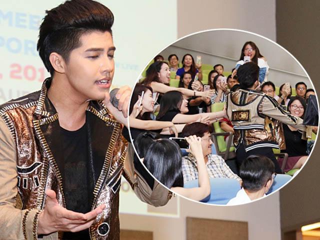Đang hát, Noo Phước Thịnh hoảng hốt vì hành động của fan nữ
