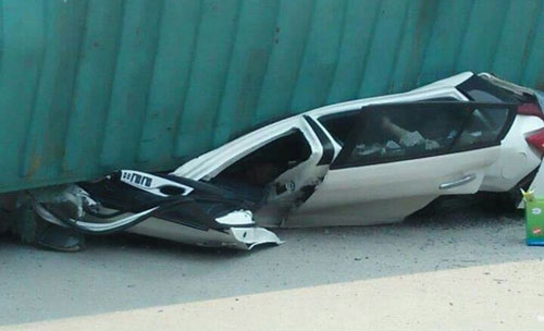 Hai trưởng phòng tử vong trong vụ container đè xe con ở Nam Định
