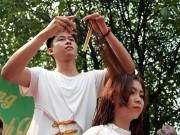 """Hàng trăm người múa kéo tại lễ hội  """" vít đầu thiên hạ """""""