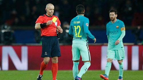 """Barca thua thảm: Trọng tài lại bị """"soi"""" và nghi án """"đâm sau lưng"""" - 1"""