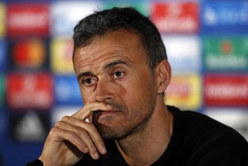 """Barca thua thảm: Trọng tài lại bị """"soi"""" và nghi án """"đâm sau lưng"""" - 2"""