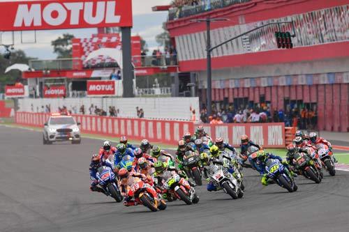 Đua xe MotoGP: Cú ngã đau đớn trả giá bằng chức vô địch