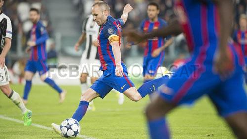 """Barca thua sấp mặt: Vì La Masia, Messi và... """"đồ bỏ"""" Alves"""