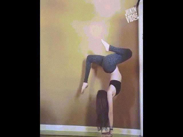 Clip hài: Chị em sẽ từ bỏ yoga khi xem xong cái kết