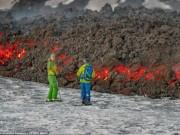 Du lịch - Liều lĩnh trượt tuyết sát dòng dung nham núi lửa