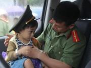Tin tức trong ngày - Cảm động mẹ lấy thân che con trong vụ lật xe ở Hà Tĩnh
