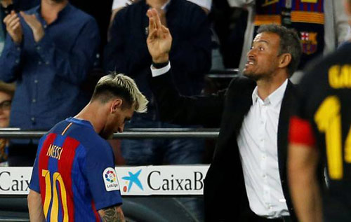 "Nóng ở Barca: Messi lộ diện ""đâm sau lưng"" HLV Enrique"