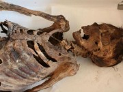 """Phát hiện mới về xác ướp 1.000 năm đi  """" giày Adidas """""""
