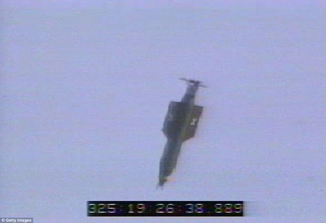 """Mỹ bất ngờ ném """"Mẹ của các loại bom"""" lớn nhất lịch sử - 2"""