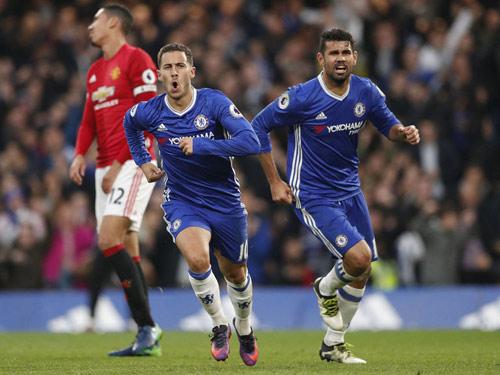 """Ngoại hạng Anh trước vòng 33: MU lại """"cống nạp"""" Chelsea?"""