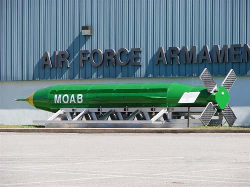 Mỹ thả bom lớn nhất lịch sử: Cảnh báo sắc lạnh Triều Tiên - 2