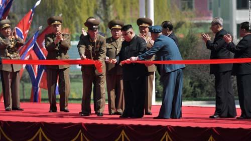 """Kim Jong-un mời báo Mỹ xem thứ mạnh như """"100 bom hạt nhân"""" - 5"""