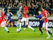 """Bóng đá - Anderlecht - MU: """"Nổ tung"""" với cú đánh đầu"""