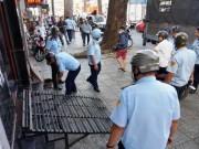 """Tin tức trong ngày - """"Lính"""" ông Đoàn Ngọc Hải bị tấn công khi """"dẹp loạn"""" vỉa hè"""